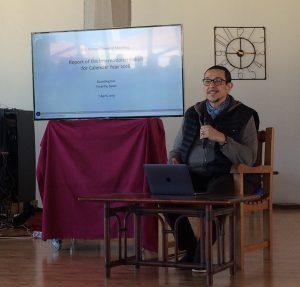 斯蒂文·兰兹伯与康斯坦丁诺·阿尔比尼于IDC年度大会上的公开演讲