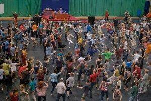 有关开塔欢乐之舞和全球营之歌